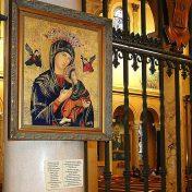 religijny obraz wiszący w kościele